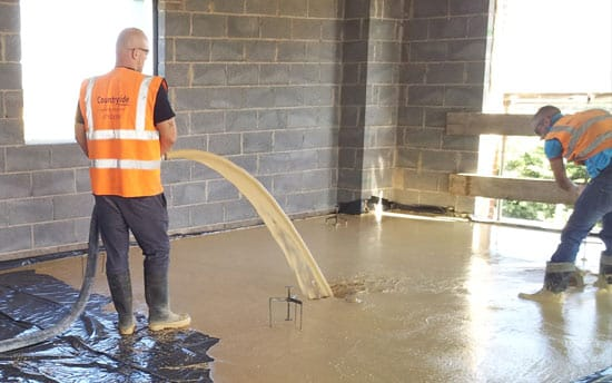 Pour liquid screed